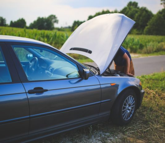 road man broken car 6078 534x462 - mBrokers.pl