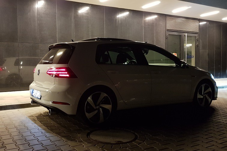 3 - Volkswagen Golf GTI Performance  - uniwersalny sportowiec?