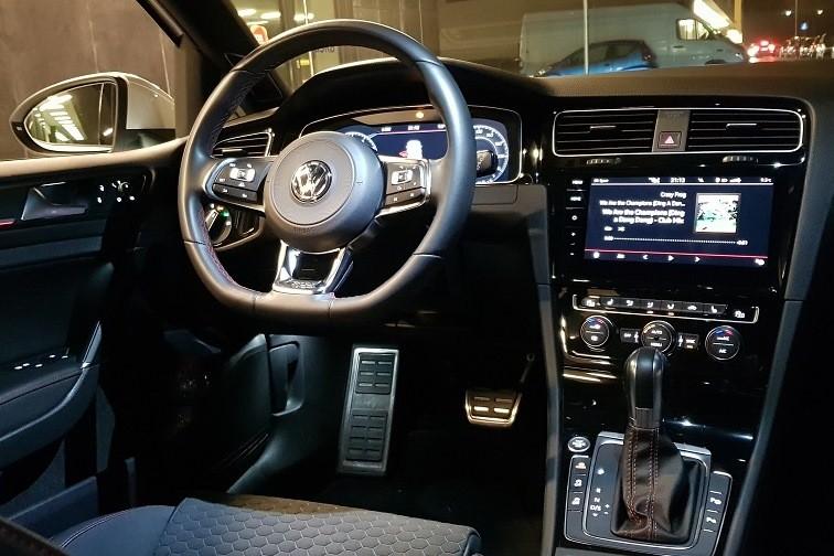 4 - Volkswagen Golf GTI Performance  - uniwersalny sportowiec?