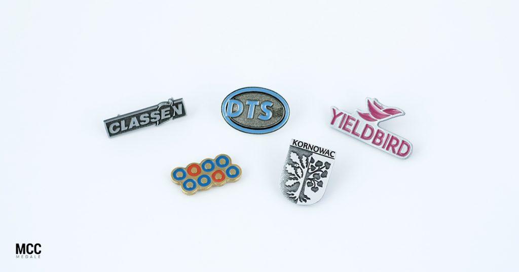 pinsy emaliowane 1024x536 - Poznaj najpopularniejsze gadżety reklamowe z metalu!