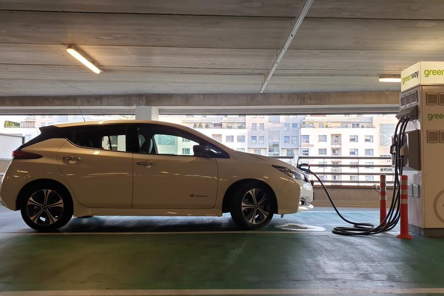 4 - Nissan LEAF II – energicznie napędzana sprzedaż