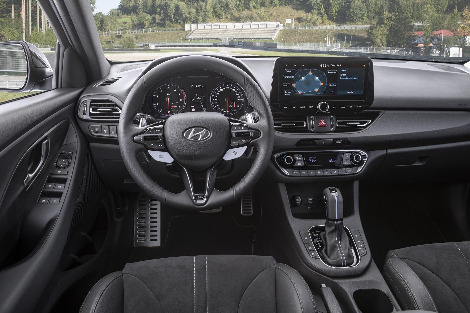 Hyundai i30 N wnętrze